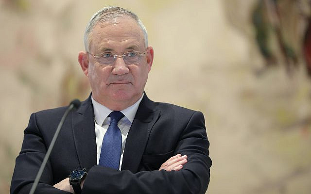 Le ministre de la Défense Benny Gantz assistant à la première réunion du Cabinet du nouveau gouvernement au Chagall Hall de la Knesset, le Parlement israélien à Jérusalem, Israël, dimanche 24 mai 2020. (Abir Sultan / Photo de la piscine via AP)