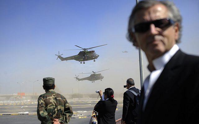 Le philosophe français Bernard-Henry Levy, le jeudi 15 septembre 2011 à Tripoli. (AP Photo / Eric Feferberg, Piscine)