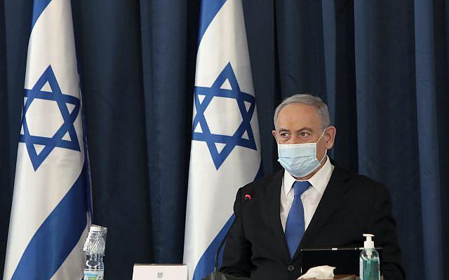 Le Premier ministre israélien Benjamin Netanyahu ouvrant la réunion hebdomadaire du cabinet, au ministère des Affaires étrangères, à Jérusalem, dimanche 5 juillet 2020. (Photo de Gali Tibbon / Pool via AP)
