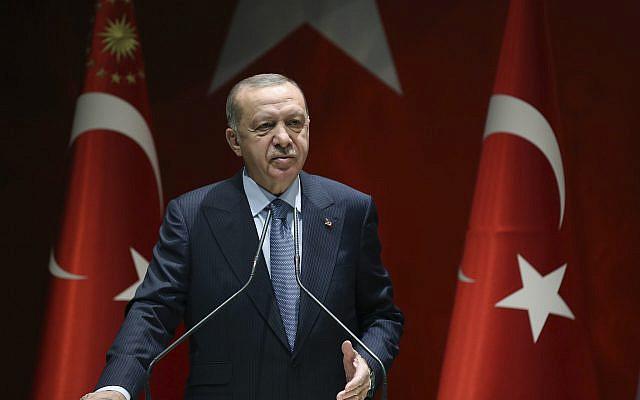Le président turc Recep Tayyip Erdogan s'adressant aux membres de son parti au pouvoir, à Ankara, en Turquie, le jeudi 5 novembre 2020. (Présidence turque via AP, Pool)