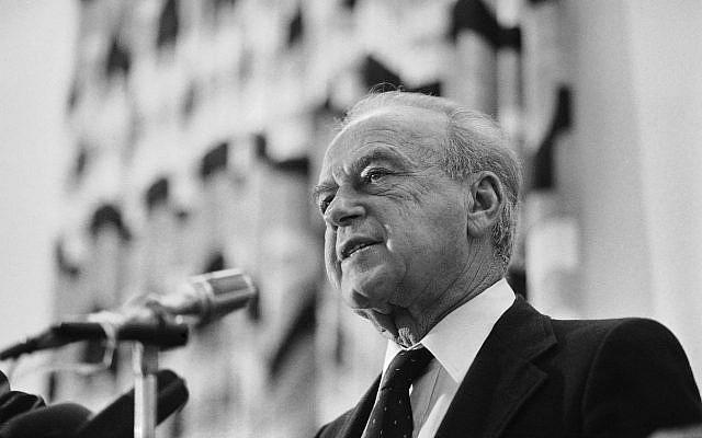 Le ministre israélien de la Défense, Yitzhak Rabin, le 27 décembre 1985 à Tel Aviv. (Photo AP / Max Nash)
