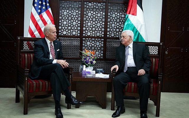 Le vice-président américain Joe Biden rencontre le président palestinien Mahmoud Abbas, à Ramallah, en Cisjordanie, le 9 mars 2016. Photo de FLASH90
