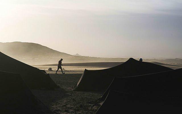 Désert du Sahara, près de Merzouga, dans le sud du Maroc, le mercredi 13 avril 2018. Lors du Marathon des Sables. (Photo AP / Mosa'ab Elshamy)