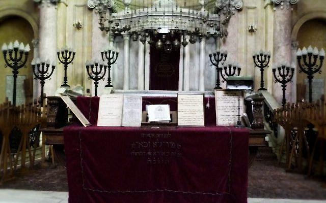 Faute de fidèles, la synagogue Eliyahu Hanavi s'est transformée en un site cultuel à but touristique. Désormais, il est ouvert aux touristes de toutes confessions et de tous les horizons. Photo: Houda Belabd.