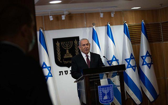 Le Premier ministre israélien Benjamin Netanyahu faisant une déclaration aux médias, au Parlement israélien à Jérusalem le 22 décembre 2020. Photo de Yonatan Sindel / Flash90