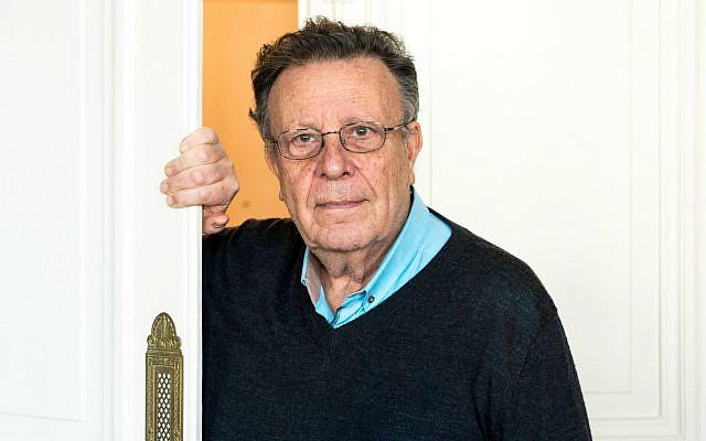 Haddad Gerard, ingenieur agronome, medecin psychiatre et psychanalyste français, photographie chez lui a Paris