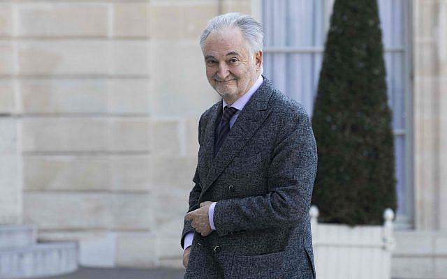 Historien, économiste, futuriste et humanitaire français, Jacques Attali arrive à l'Elysée à Paris, le vendredi 21 avril 2017 (Crédit: AP Photo / Kamil Zihnioglu)