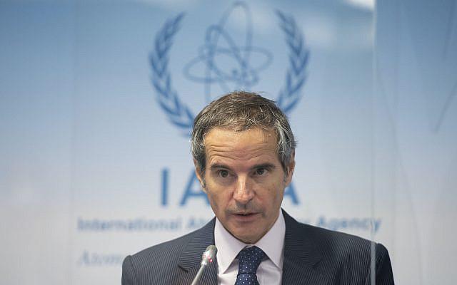 Le directeur général de l'Agence internationale de l'énergie atomique (AIEA), Rafael Mariano Grossi, prenant la parole lors d'une conférence de presse lors d'une réunion du Conseil des gouverneurs de l'AIEA au siège de l'AIEA de l'ONU à Vienne, en Autriche, le 18 novembre 2020 (Christian Bruna / Photo de la piscine via AP)