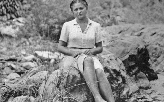 """« C'était en août 1940, racontait Dina Vierny 60 ans plus tard. Je rentrais de Portbou. Il était environ 9h du matin, on était partis vers 2h. J'avais les pieds en sang."""""""