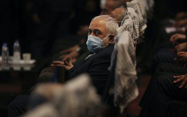 Le ministre iranien des Affaires étrangères, Mohammad Javad Zarif, assistant à une conférence à Téhéran, en Iran, le mardi 23 février 2021. Suite à la conférence, Zarif a déclaré aux journalistes que le pays avait commencé à mettre en œuvre une loi adoptée par le parlement pour limiter les inspections de l'ONU dans son programme nucléaire et ne plus partager des images de surveillance de ses installations nucléaires avec l'agence des Nations Unies. (Photo AP / Vahid Salemi)