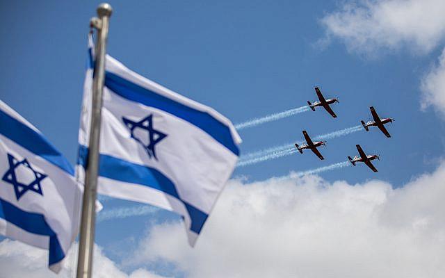 L'équipe de voltige de l'armée de l'air israélienne volant lors d'un entraînement militaire pour le prochain 73e jour de l'indépendance d'Israël à Jérusalem, le 12 avril 2021. Photo de Yonatan Sindel / Flash90