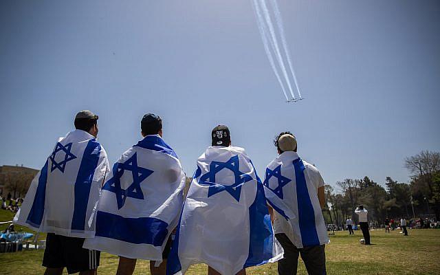 Spectacle aérien militaire lors des célébrations de la 73e Journée de l'indépendance d'Israël à Saker Park à Jérusalem, le 15 avril 2021. Photo de Yonatan Sindel / Flash90