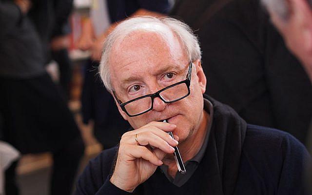 Hubert Védrine au Salon du livre de Paris, le dimanche 23 mars 2014.