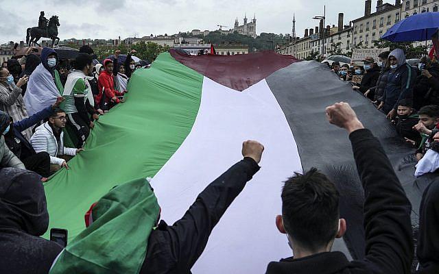 Manifestation à Lyon, en France, le samedi 15 mai 2021, de soutien aux Palestiniens. (AP Photo / Laurent Cipriani)