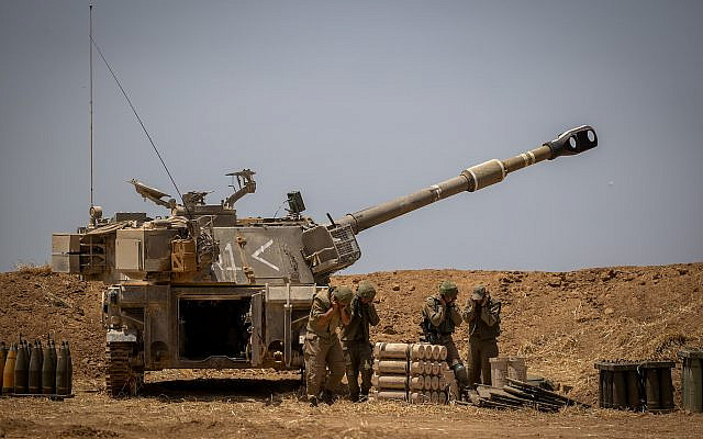 Le Corps d'artillerie de Tsahal (Force de défense israélienne) à la frontière israélienne avec Gaza, le 12 mai 2021, à la suite d'un tir de roquettes et de missiles lourds tirés sur Israël par des militants à Gaza, le 12 mai 2021. Photo de Yonatan Sindel / Flash90