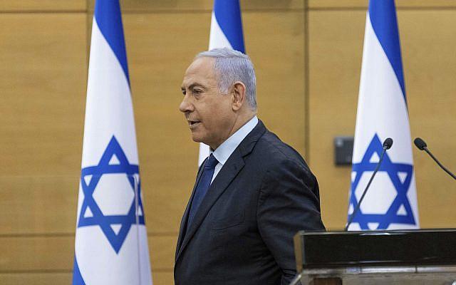 DOSSIER - Dans cette photo d'archive du 30 mai 2021, le Premier ministre israélien Benjamin Netanyahu s'adresse au Parlement israélien à Jérusalem (Yonatan Sindel/Piscine via AP, Fichier)