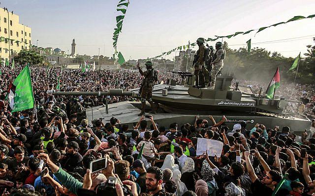 Des membres des Brigades Al-Qassam, la branche armée du mouvement Hamas, à un rassemblement à Beit Lahiya le 30 mai 2021. Photo Atia Mohammed/Flash90