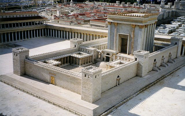 Proposition de reconstitution du Second Temple après sa rénovation sous le règne d'Hérode Ier le Grand (Maquette Holyland de Jérusalem, Musée d'Israël). Domaine public