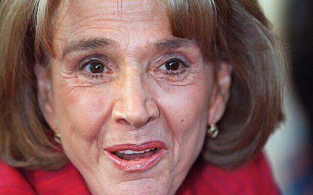 L'avocate française Gisele Halimi lors du Salon du livre, à Paris, le 21 mars 2000. (Crédit : JEAN-PIERRE MULLER / AFP