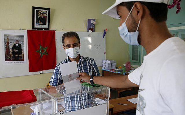 Bureau de vote à Casablanca, au Maroc, le mercredi 8 septembre 2021. (Photo AP/Abdeljalil Bounhar)