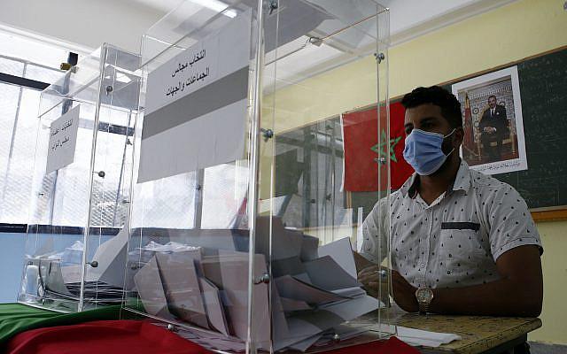 Bureau de vote, à Casablanca, au Maroc, le mercredi 8 septembre 2021. (Photo AP/Abdeljalil Bounhar)