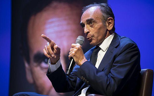 Eric Zemmour prenant la parole, vendredi 17 septembre 2021 à Toulon, dans le sud de la France. (Photo AP/Daniel Cole)