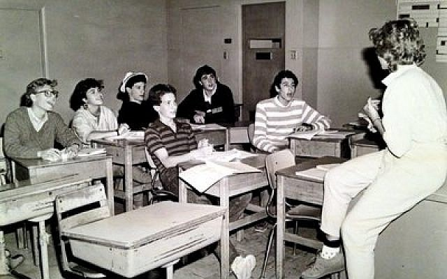 An early teen education class in Pittsburgh (Photo courtesy of Rauh Jewish Archives)