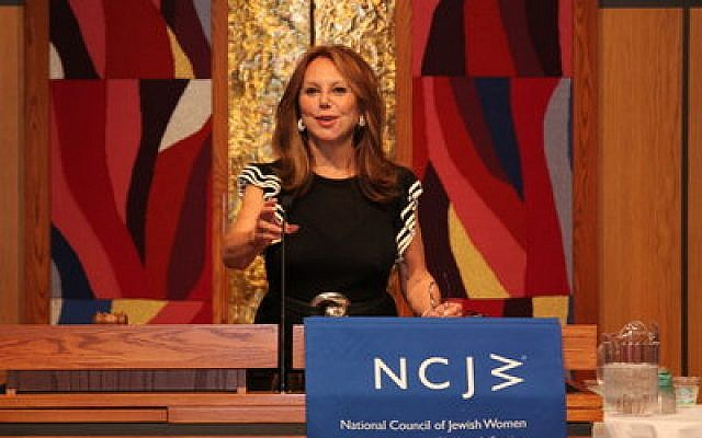 Marlo Thomas addresses the annual meeting of the National Council of Jewish Women, Pittsburgh Chapter. (NCJW photo)