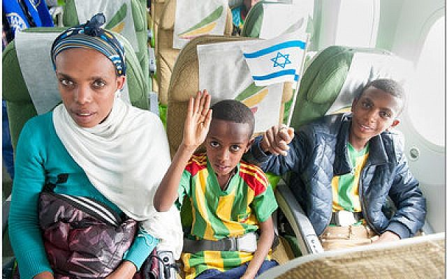 Ethiopian Jews arriving in Israel on the final flight of Operation Dove's Wings. (Moshik Brin photo)