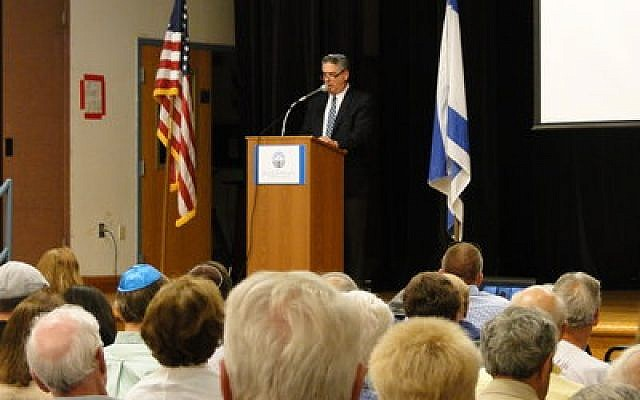 Rabbi James Gibson of Temple Sinai speaking at the solidarity with Israel program Tuesday night. (Photo by Pia Naiditch)