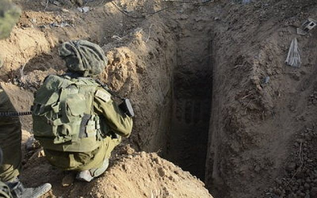 Israeli paratroopers inspecting the entrance of a tunnel they discovered in the northern Gaza Strip, July 18, 2014. (IDF Spokesperson/Flash 90)