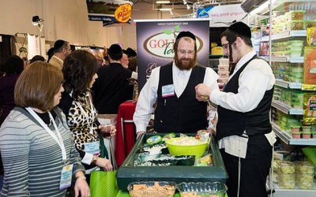 Everybody loves food samples, which were very popular at Kosherfest. (Photo by Jeff Cohn/BaltimoreJewishLife.com)