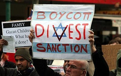 A boycott, divestment and sanctions protester takes part in a Melbourne, Australia, demonstration. (Photo by Mohamed Ouda via Wikimedia Commons)