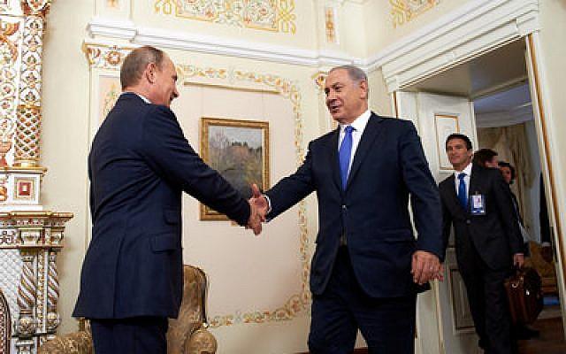 Russian President Vladimir Putin (left) greets Israeli Prime Minister Benjamin Netanyahu in Moscow. (Israeli Embassy in Russia/Flash90)