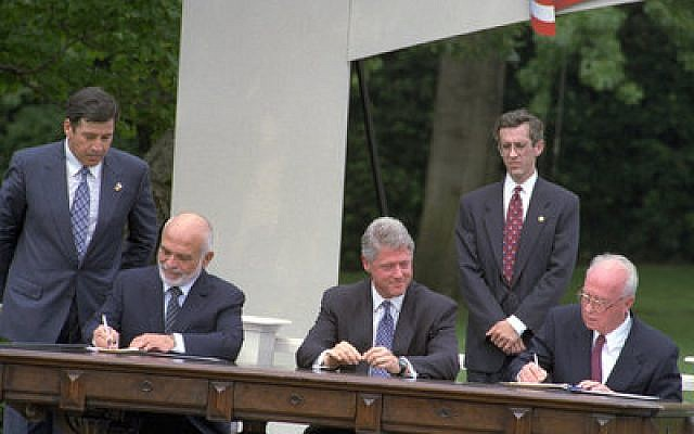 Israel's Prime Minister Yitzhak Rabin and Jordan's King Hussein sign the Washington Agreement on the White House Lawn. (Flickr - Government Press Office photo)