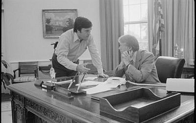 Hamilton Jordan consults with Jimmy Carter in the Oval Office. (White House photo)