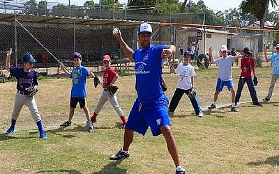 Nate Fish, director of the Israel Association of Baseball, demonstrates proper pitching motion to Israeli kids. (Photo by Margo Sugarman/IAB)