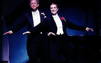 "Tony Roberts with Julie Andrews on Broadway in ""Victor/Victoria"" in 1995.  (Carol Rosegg)"
