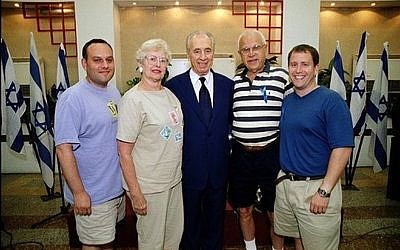 From left: Jeff Finkelstein, Sarita Eisner, Shimon Peres, Milt Eisner and Evan Indianer.  Photo courtesy of Evan Indianer