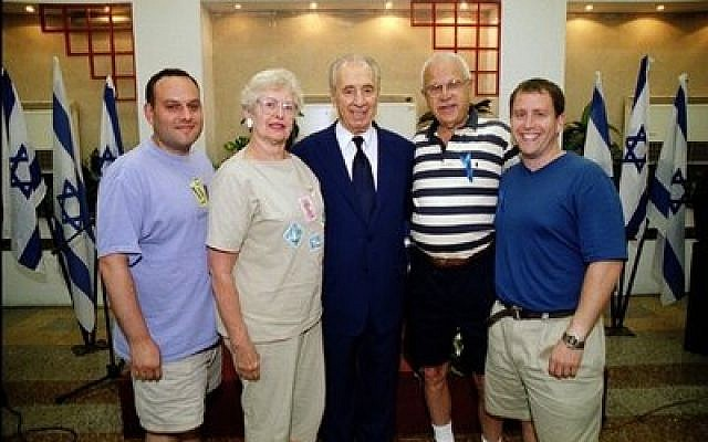 From left: Jeff Finkelstein, Sarita Eisner, Shimon Peres, Milt Eisner and Evan Indianer.  Photo courtesy of Evan Indianer