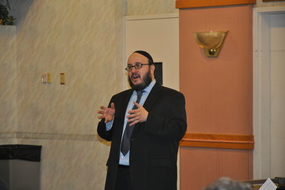 Rabbi Daniel Yolkut addresses the significance of the date of the 10th of Tevet.Photo by Adam Reinherz
