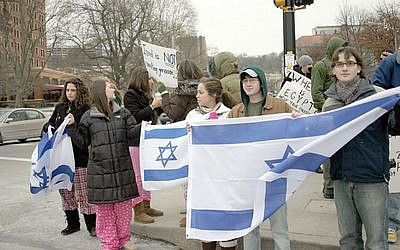 Members of the Hillel Jewish University Center of Pittsburgh gather in Oakland for a rally. (File photo)