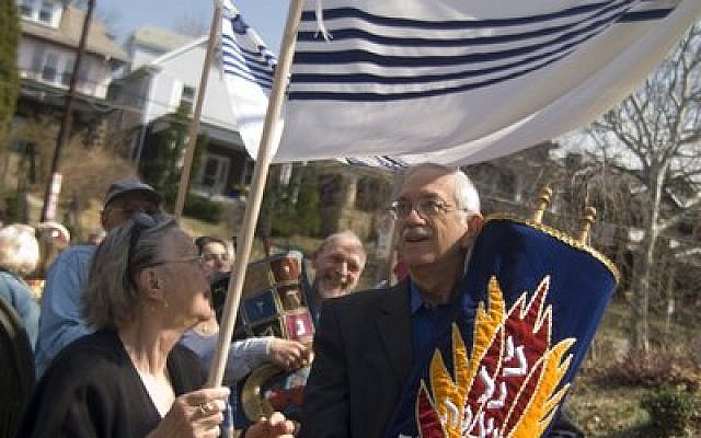 Deane Root, president of Dor Hadash, leads a Torah procession to the congregation's new home at Tree of Life. (Photo by Christopher Rolinson)