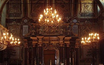 An inside view of the synagogue in Casale Monferrato, Italy, which dates to the 16th century. (Photo courtesy of Wikimedia Commons)
