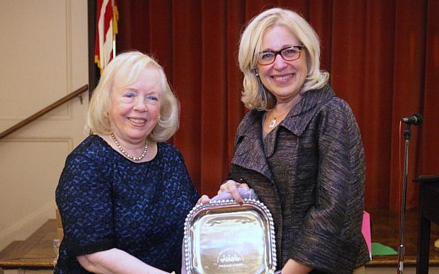 NA'AMAT Pittsburgh Council President Lisa Steindel presents Marcia J. Weiss, left, with her Spiritual Adoption Award. (Photo courtesy of NA'AMAT Pittsburgh Council)