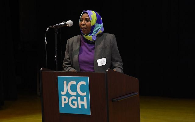 Eman, from Sudan, introduced herself to neighbors. (Photo by Matt Unger for the Jewish Community Center of Greater Pittsburgh)