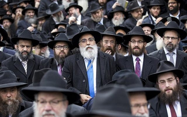 Chabad-Lubavitch emissaries from around the world gather for their annual group photo during the 44th annual Kinus Hashluchim (gathering of emissaries) this month. (Photo courtesy of Chabad-Lubavitch)