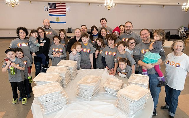 Shaare Torah Congregation, Squirrel Hill, hosted a Jewish Federation Volunteer Center team that achieved an impressive lasagna-production goal. The entrées will be distributed through the Jewish Family and Community Services Squirrel Hill Food Pantry. (Photo by Josh Franzos)