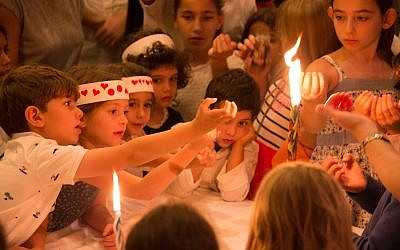 Children participate in a Yom Kippur havdalah event at the Palo Alto JCC. (Photo by Ilyanne Photographic Art)