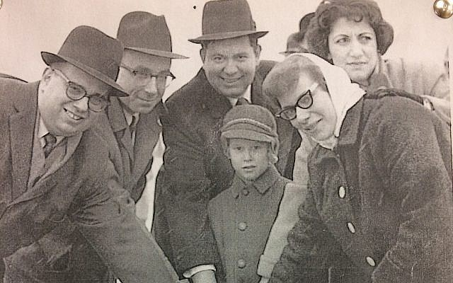 A group gathers the shovel for the groundbreaking for Temple David in 1958. (Photo courtesy of Temple David)